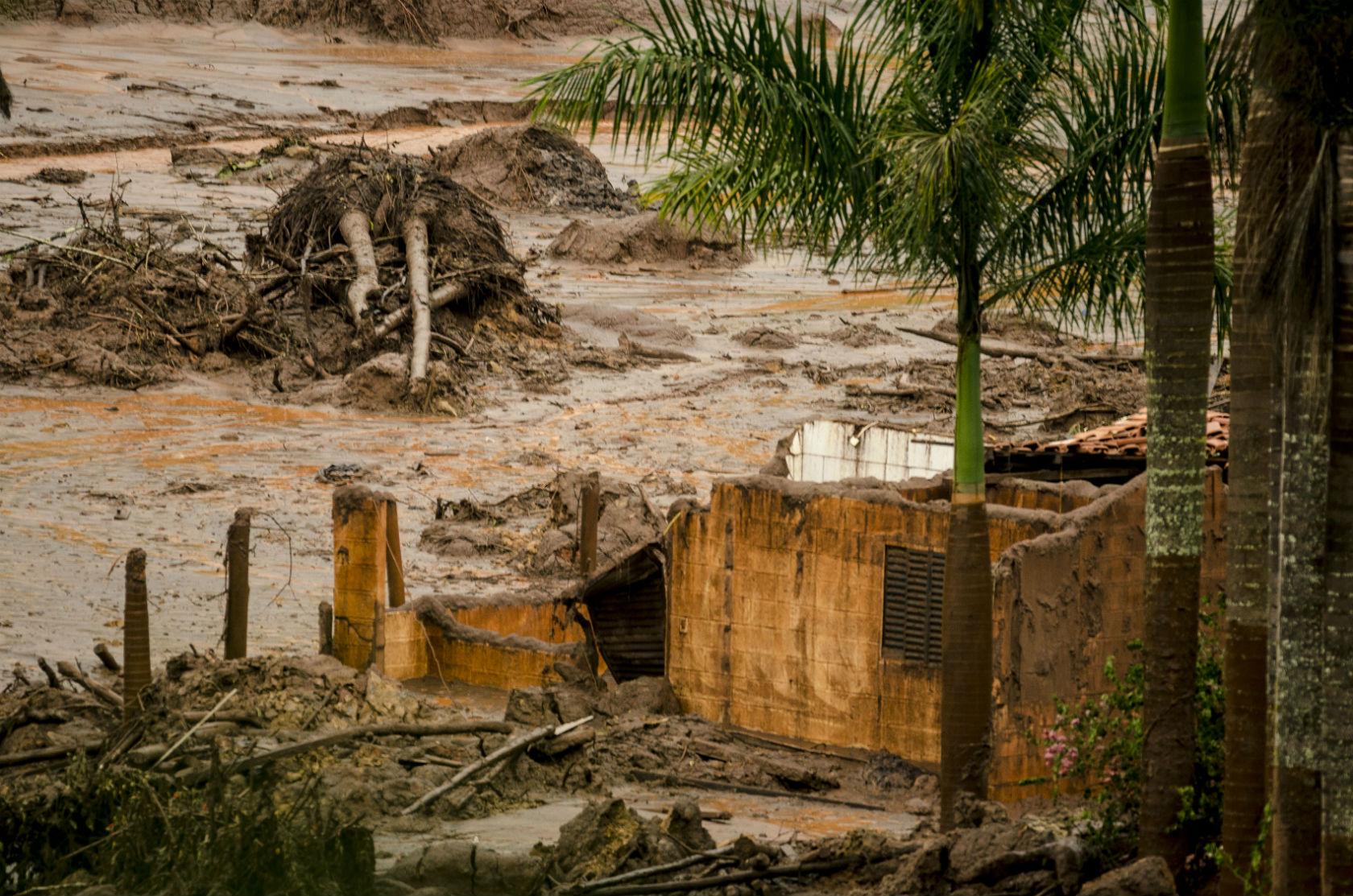 Bento Rodrigues e o acidente da Samarco. Foto de Gustavo Basso/ AFP