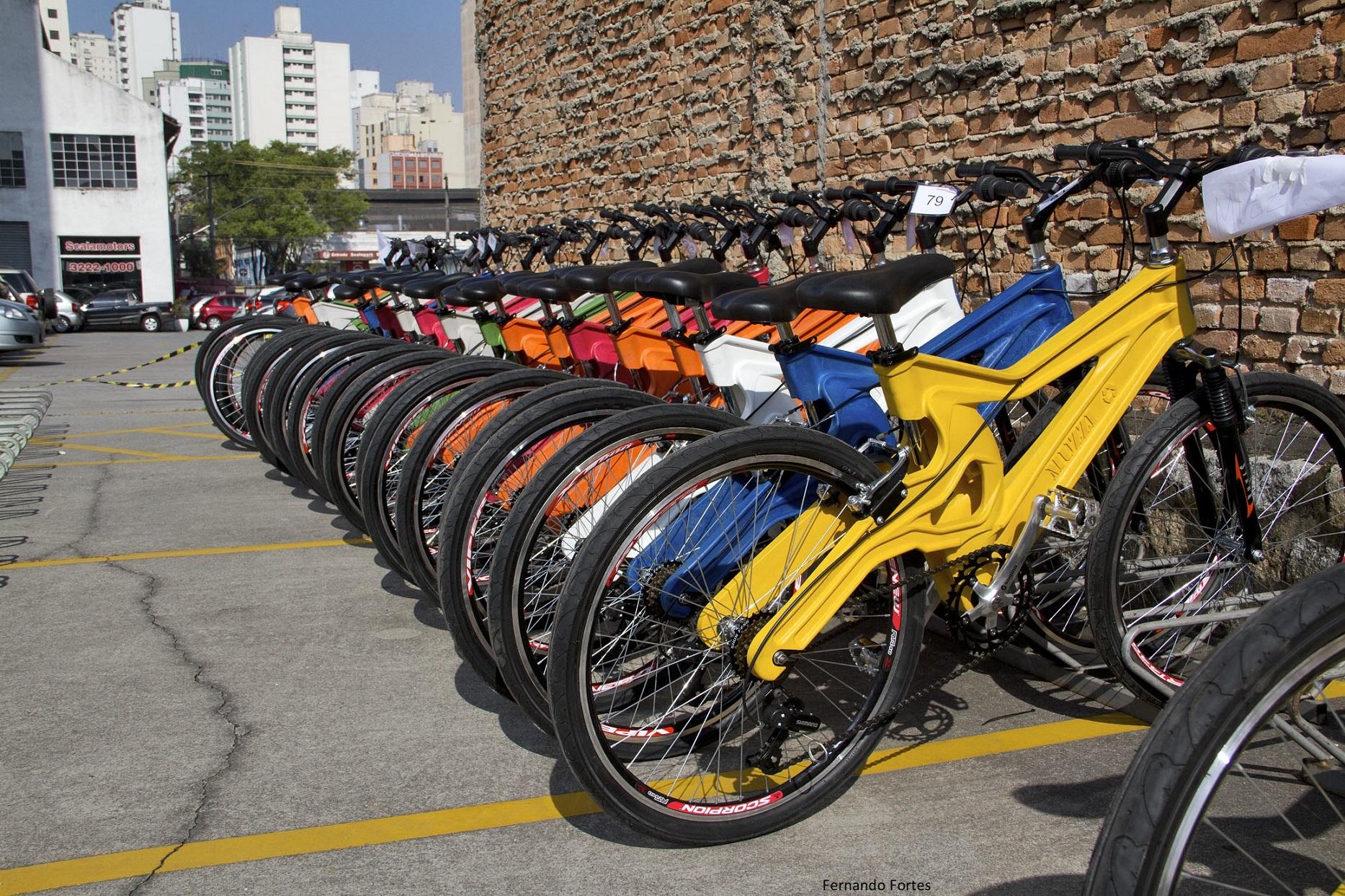 A Muzzicycle tem um desenho aerodinâmico - com ar dentro - para ser mais flexível e forte, dispensando amortecedores. Foto de Divulgação
