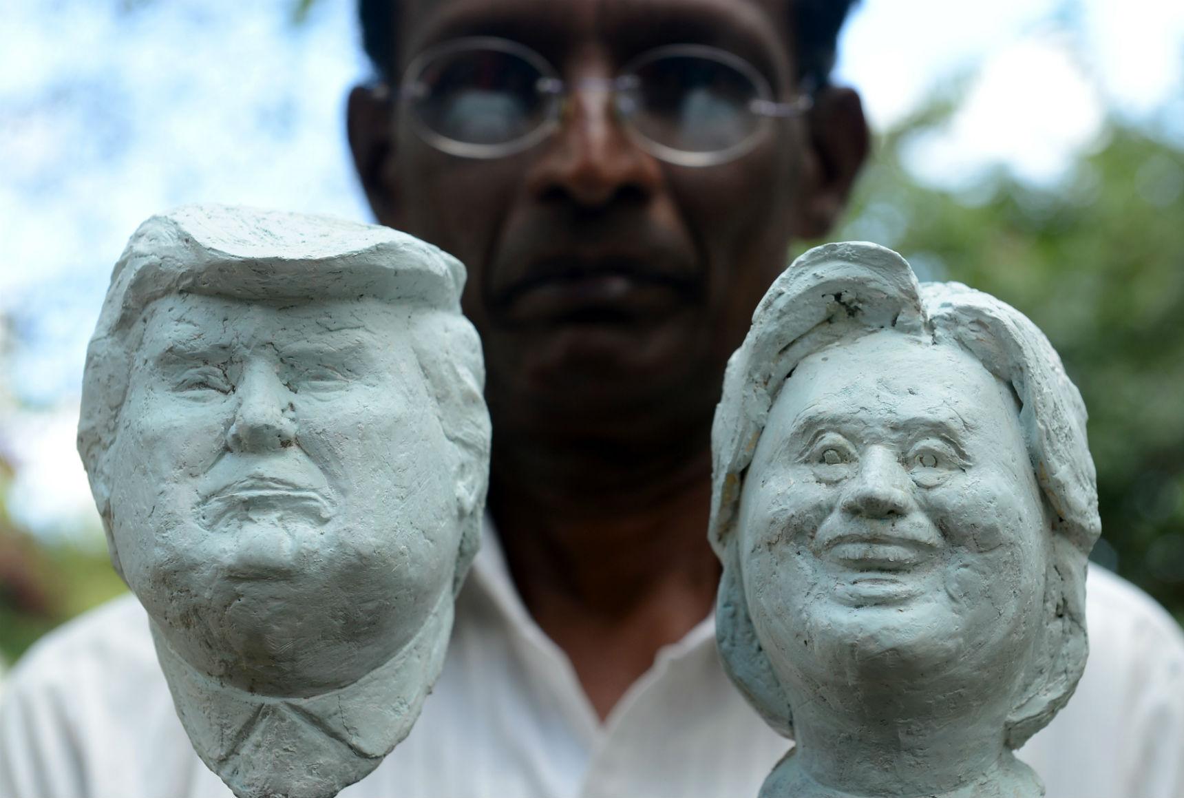 Busto de Trump e Hillary, do artista do Sri Lanka, Upali Dias. Foto de Lakruwan Wanniarach/ AFP
