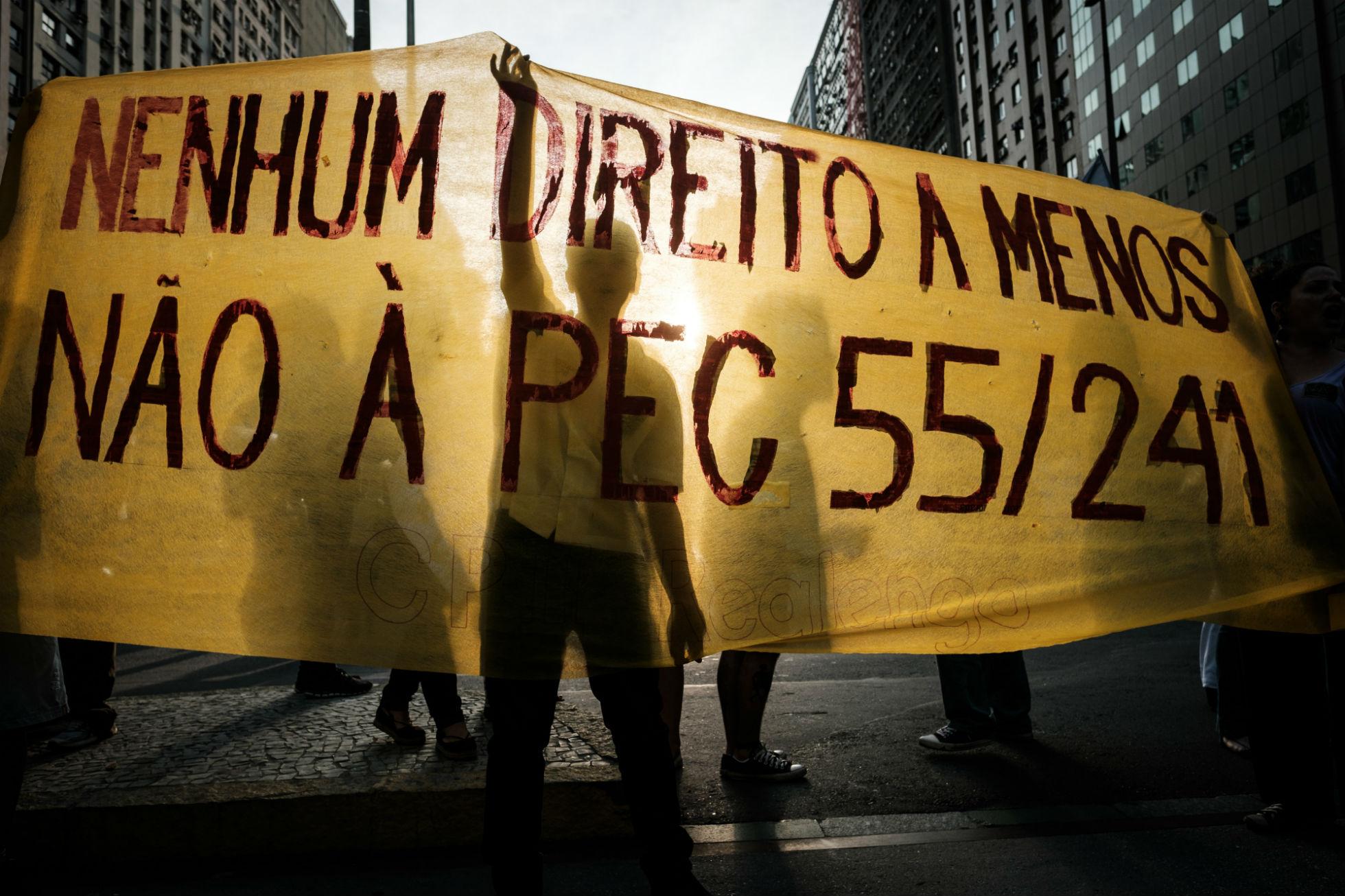 Protesto contra a PE. Foto de Yasuyoshi Chiba/ AFP