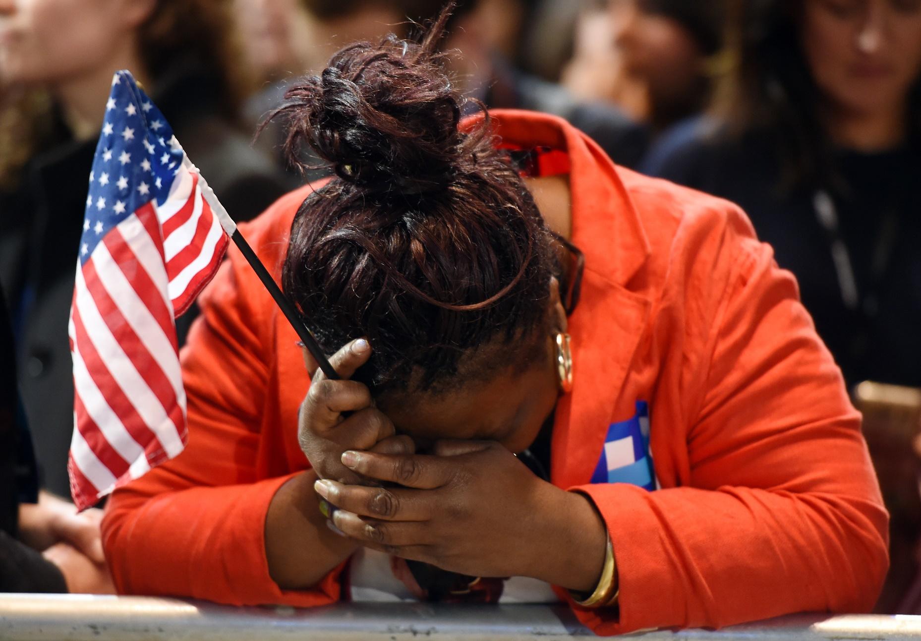 Eleitora democrata lamenta a surpreendente vitória de Trump. Don Emmert/AFP