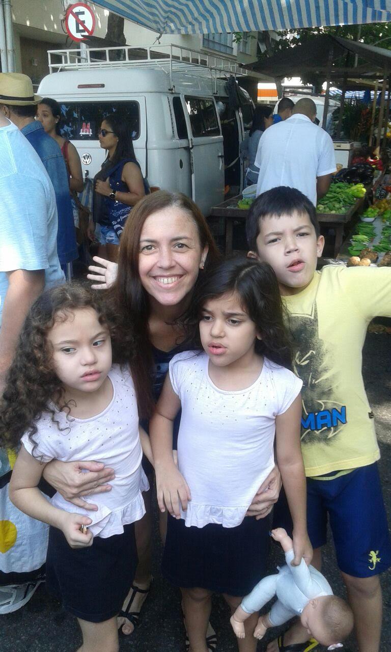 Ana Paula, com os filhos Luigi, Giovana e Paola. Foto Àlbum de família