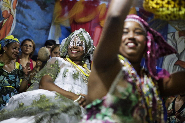 Membros de uma religião afro conhecida como Jurema participam de cerimônia no Recife (Diego Herculano/NurPhoto)