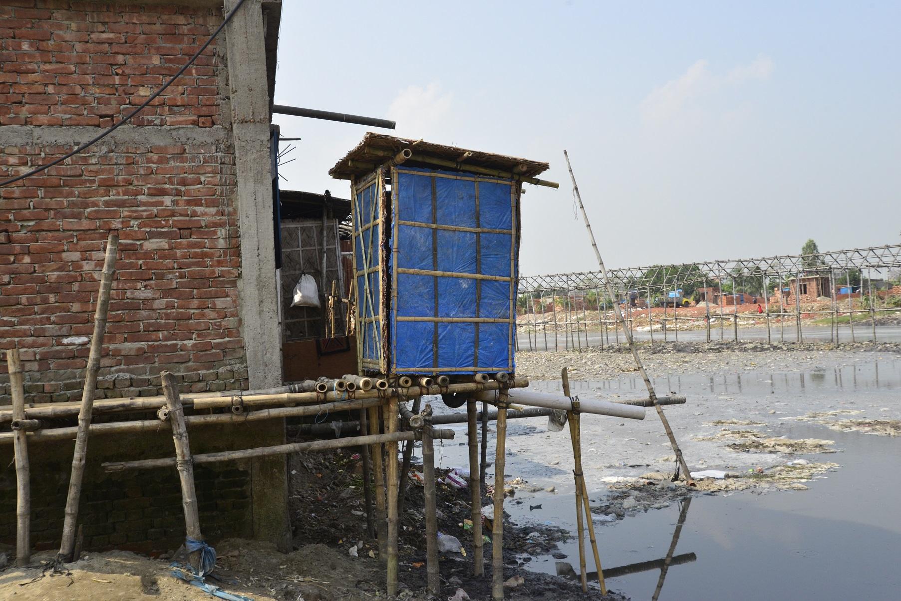 Vista de um banheiro numa favela de Dhaka, em Bangladesh. Foto de Mamunur Rashid/ NurPhoto