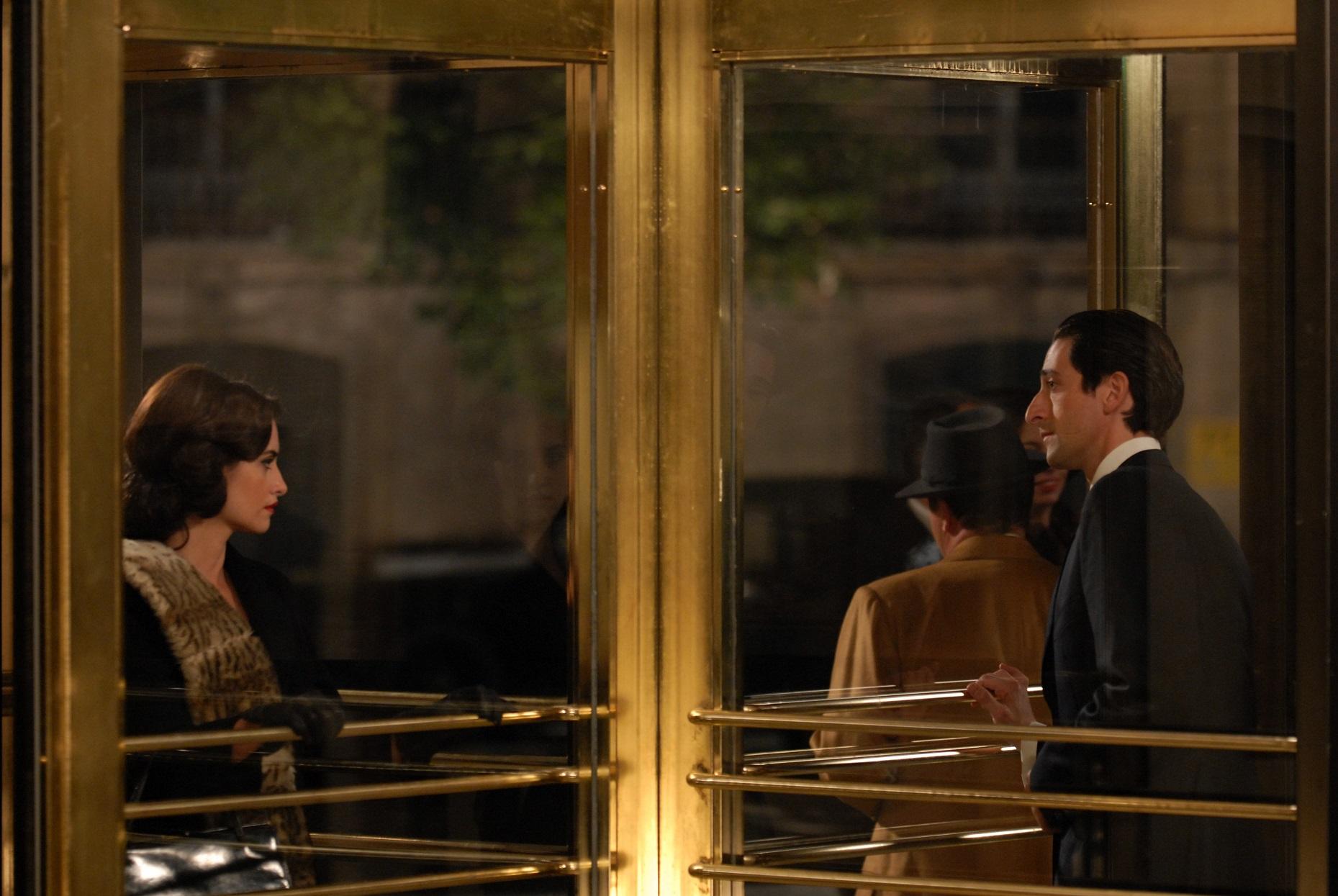 Se os personagens presos na porta giratória fossem sempre a Penelope Cruz e Adrien Brody , a vida do dr. Big Data seria muito mais simples. Foto Kobal / The Picture Desk
