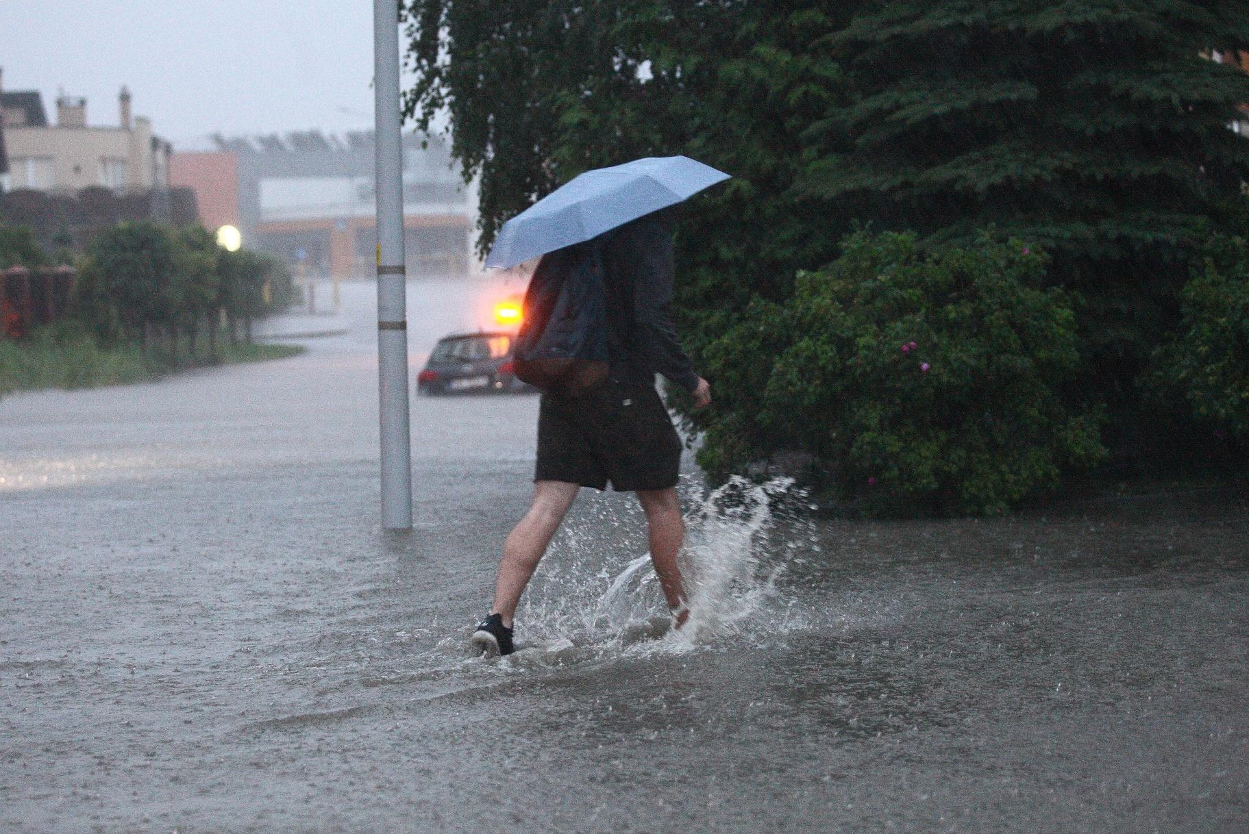 Além de representar uma economia na conta, o uso de água de chuva nas residências reduz as chances de inundações nas cidades. Foto de Michal Fludra/NurPhoto