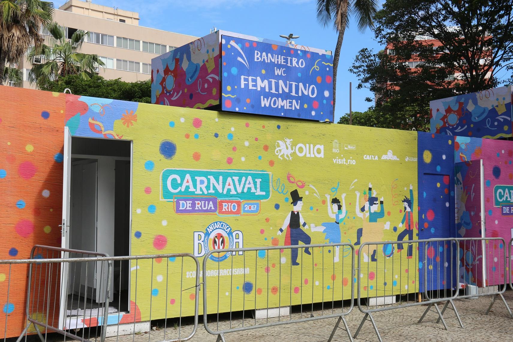 Os banheiros químicos são parte do investimento do patrocinador em infraestrutura. Foto de Luiz Souza/NurPhoto