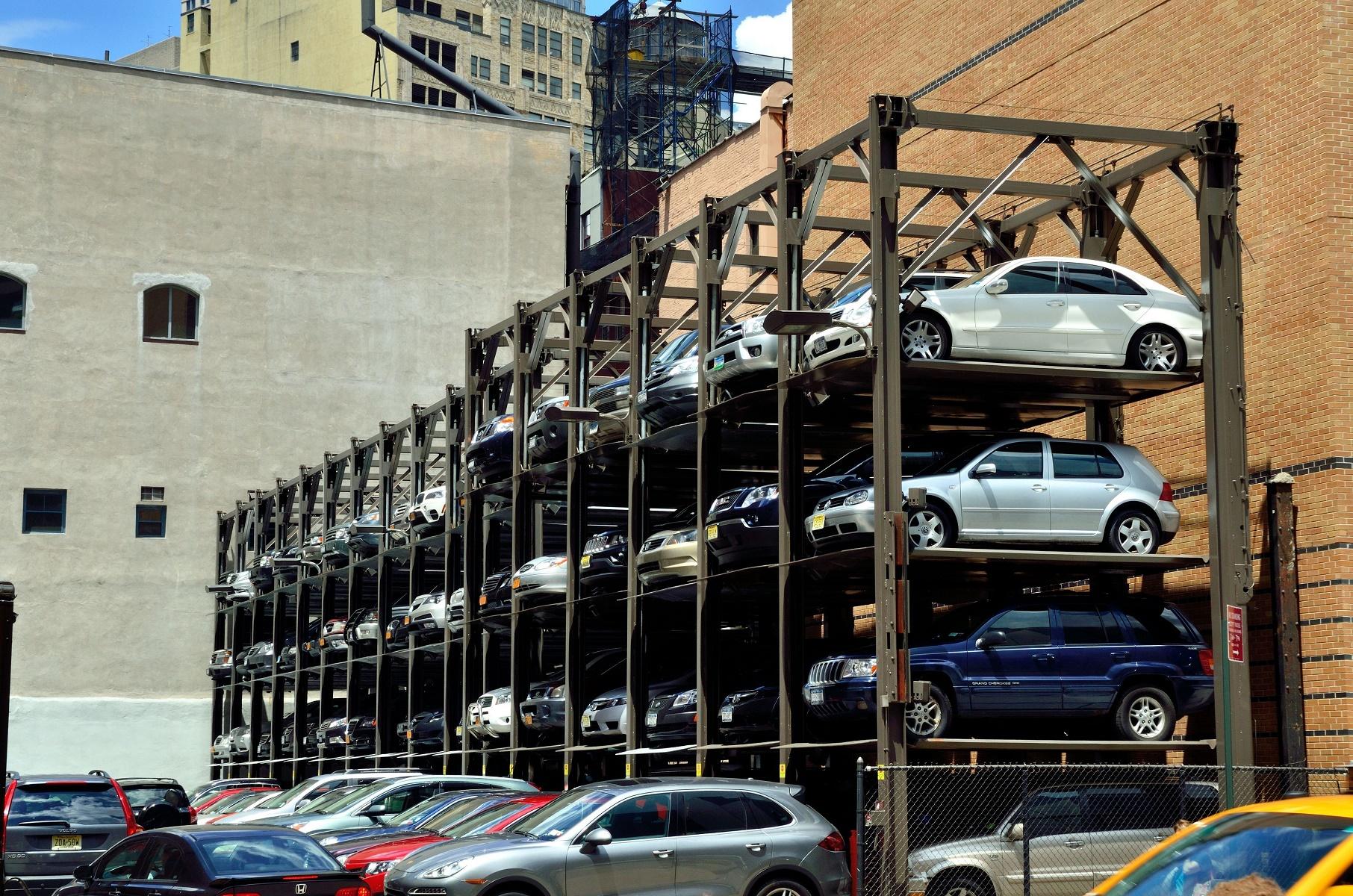 Todo o condomínio que se preza tem as suas vagas complicadas de garagem. Foto PLANCHARD Eric /Hemis