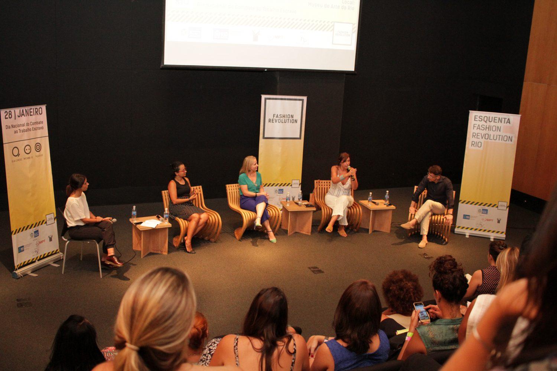 Esquenta do Fashion Revolution: mesa sobre trabalho análogo ao escravo nas metrópole (Foto de divulgação)