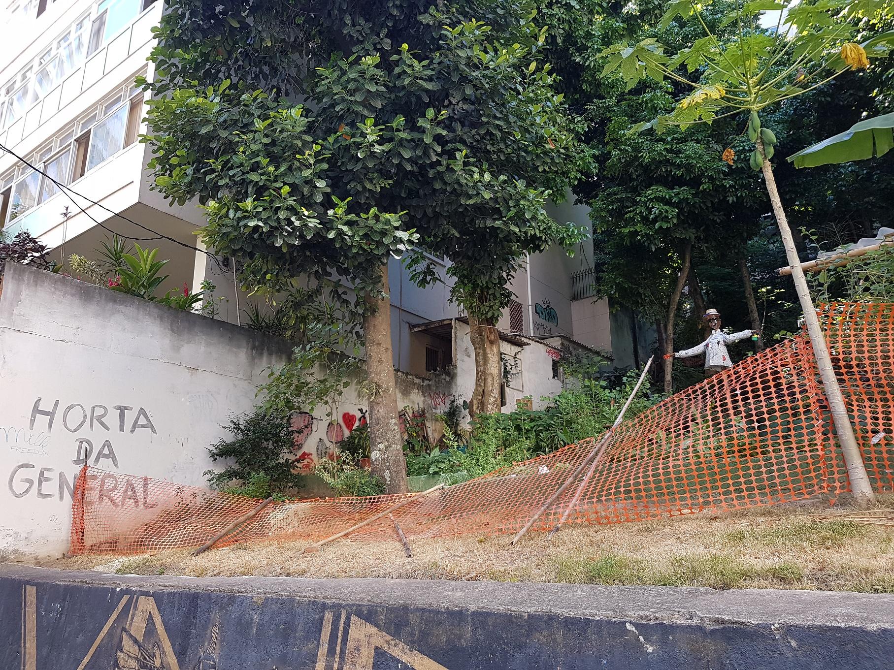 No lugar da tragédia, uma horta comunitária, cuidada pelos moradores da região. Foto Oscar Valporto