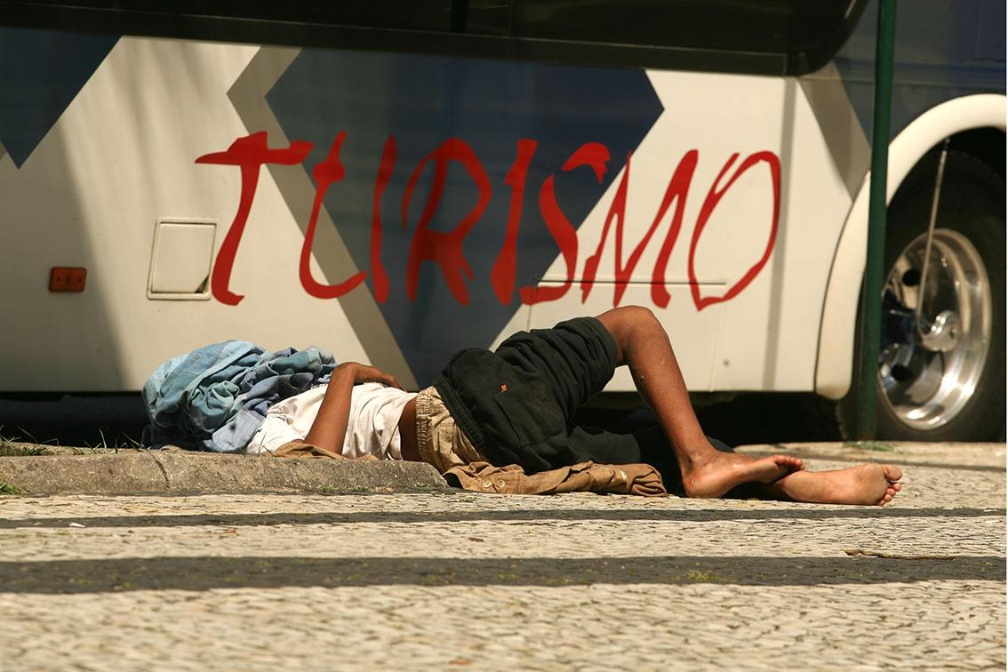 Dos mais de 500 menores que passam as noites nas ruas, cerca de 250 são crianças de até 11 anos, e 260 são adolescentes. Foto de Custódio Coimbra