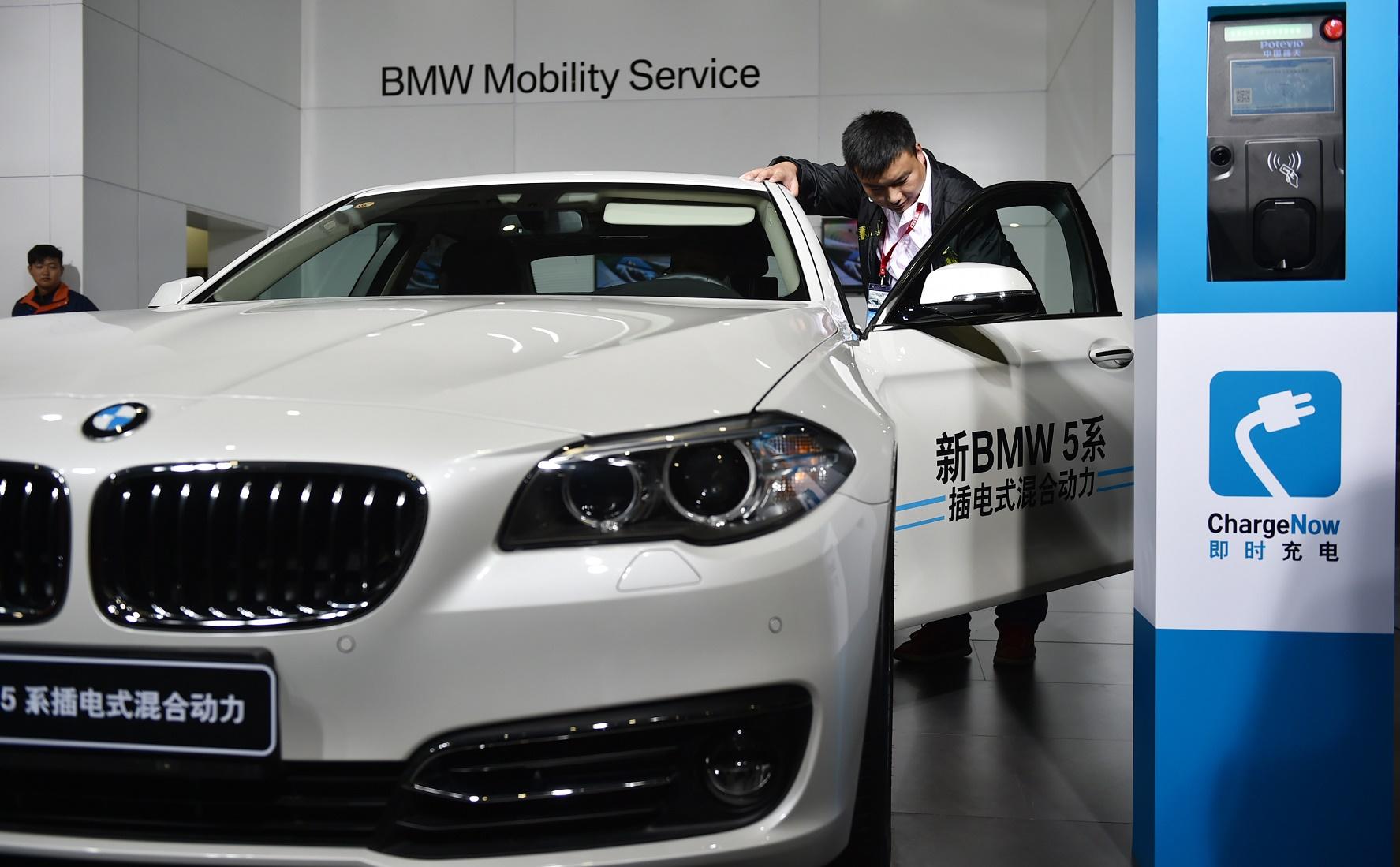 No Brasil, um BMW elétrico pode custar até R$ 850 mil. Foto Huang zhengwei / Imaginechina
