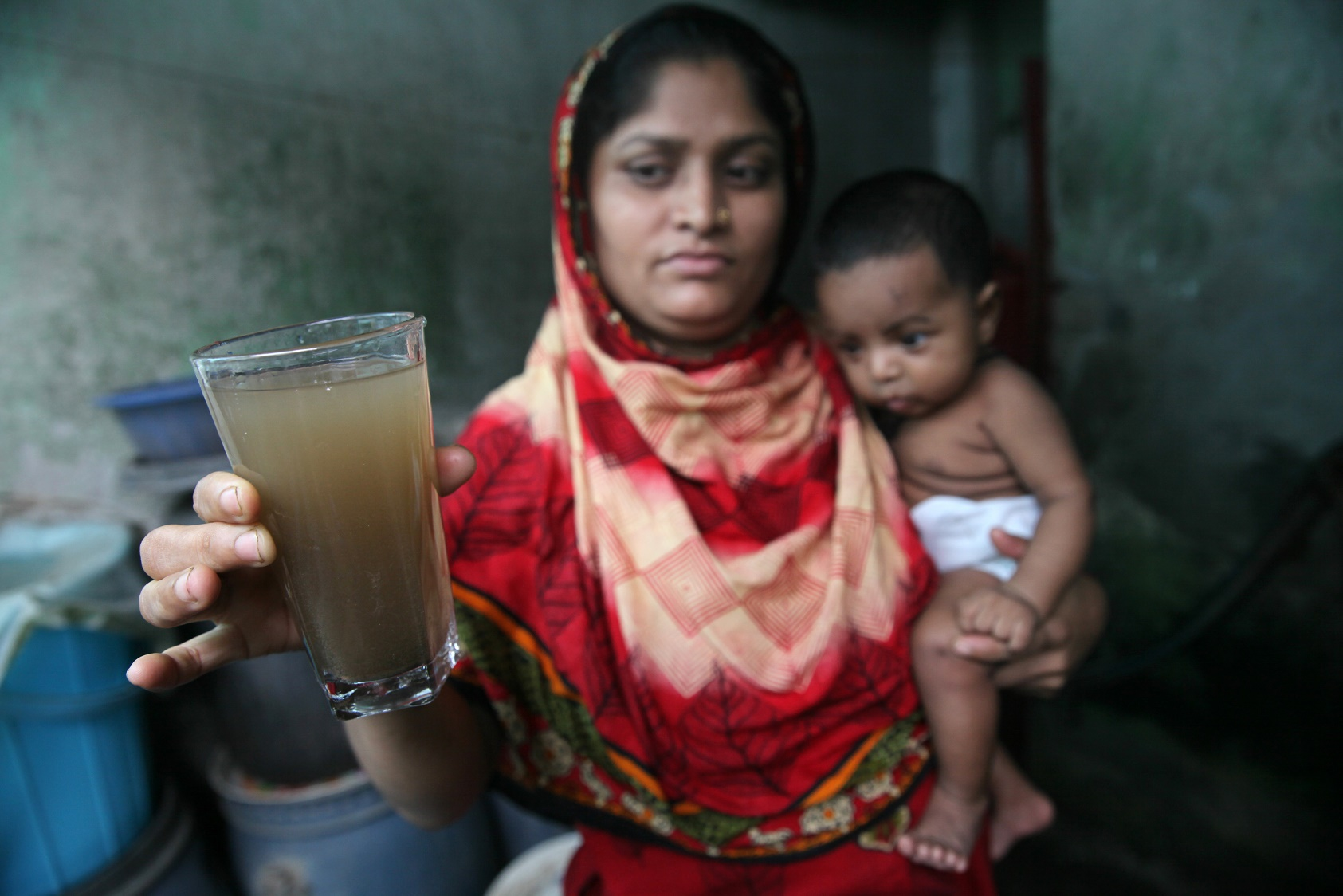 A contaminação da água é uma das principais causas da mortalidade infantil no mundo. Foto de Mehedi Nasan/NurPhoto