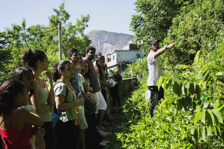 No sábado do fim de semana de boas ações, voluntários vão a campo (Foto Gabriela Mendes/Divulgação)