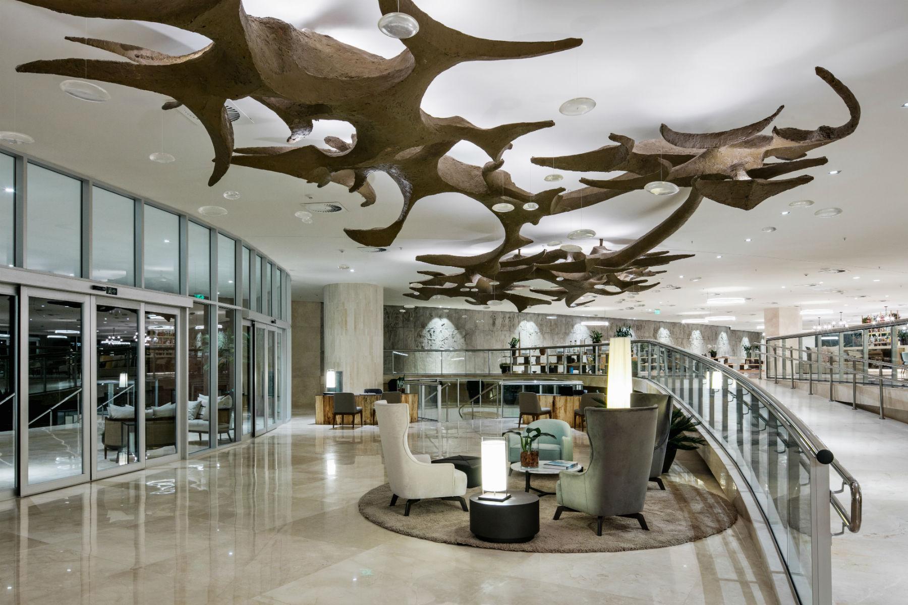 O lobby de 3 mil metros quadrados sem pilastras do projeto de Niemeyer para o Hotel Nacional (Foto Carla Lencastre)