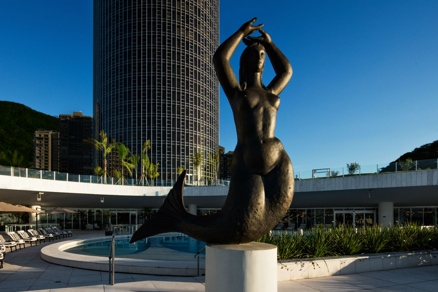 A sereia está de volta à piscina do antigo Hotel Nacional (Foto Divulgação)