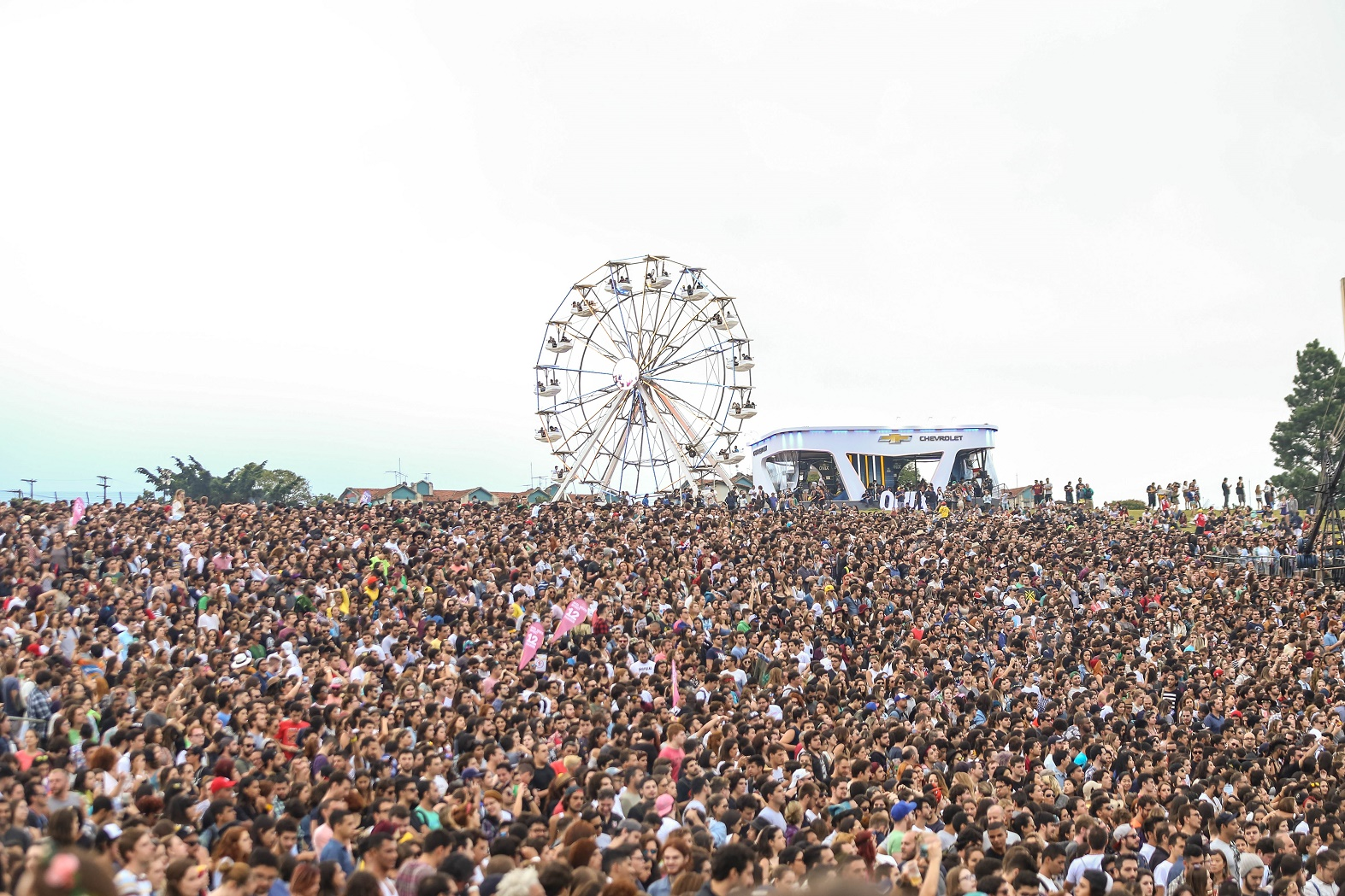 Público lota o Lollapalooza, em Interlagos, São Paulo. Foto de William Volco/Brazil Photo Press
