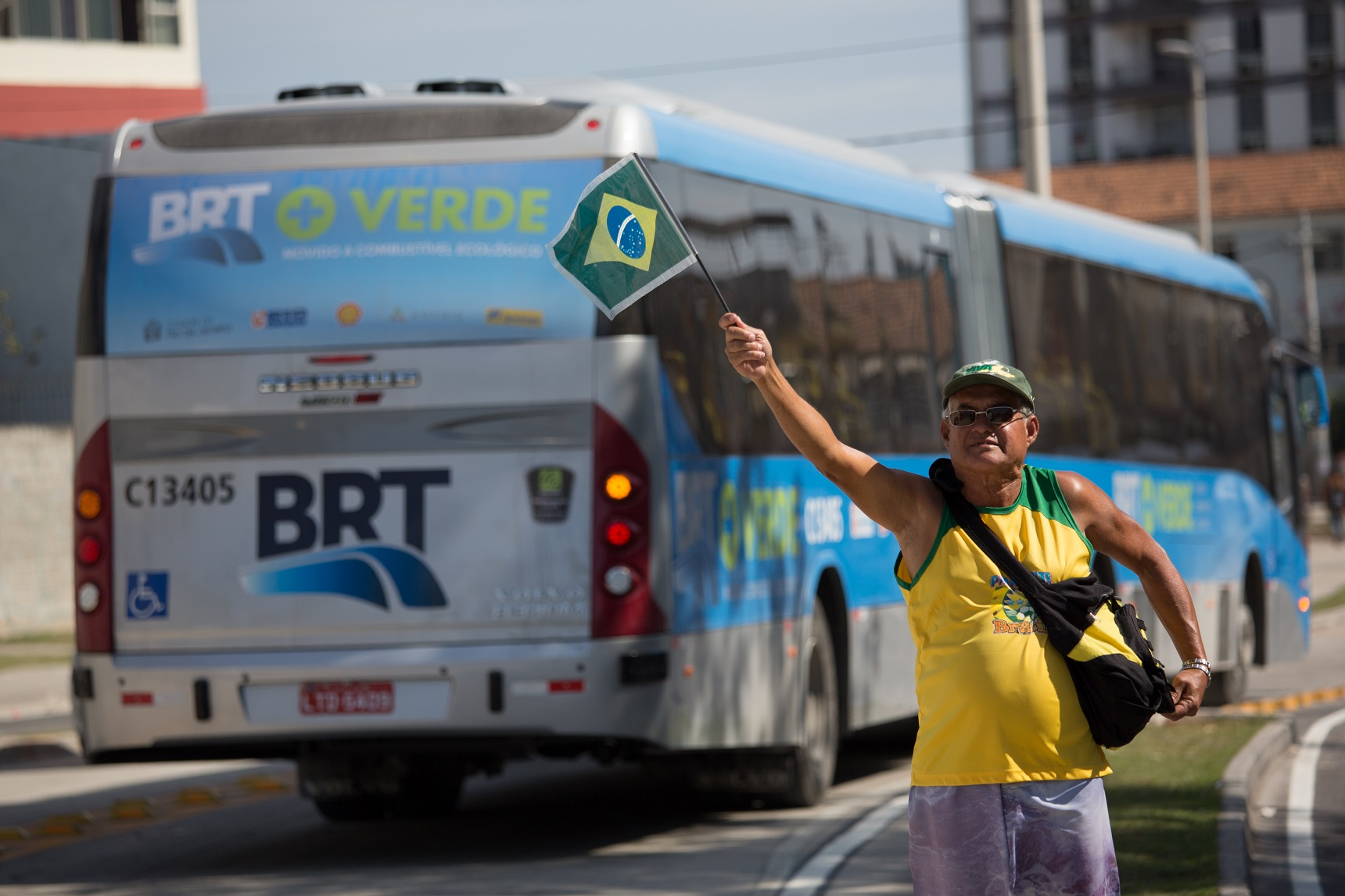 O BRT na Barra da Tijuca e a nova concorrência do metrô até o Recreio. Foto de Yosuyoshi Chiba/AFP