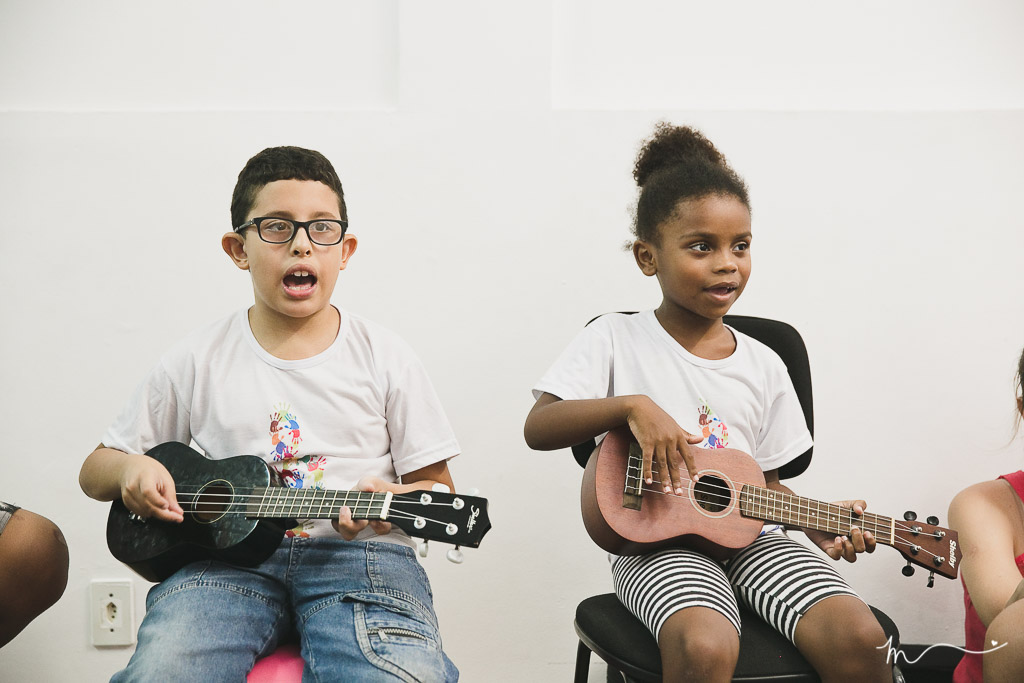 Nicollas e Manuelle nos ensaios do Concerto Azul: conscientização sobre autismo (Foto de divulgação)