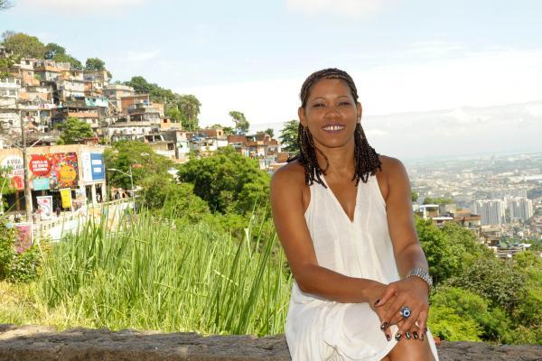 Cris dos Prazeres: luta por saúde, cultura e saneamento no Morro dos Prazeres (Foto de divulgação)