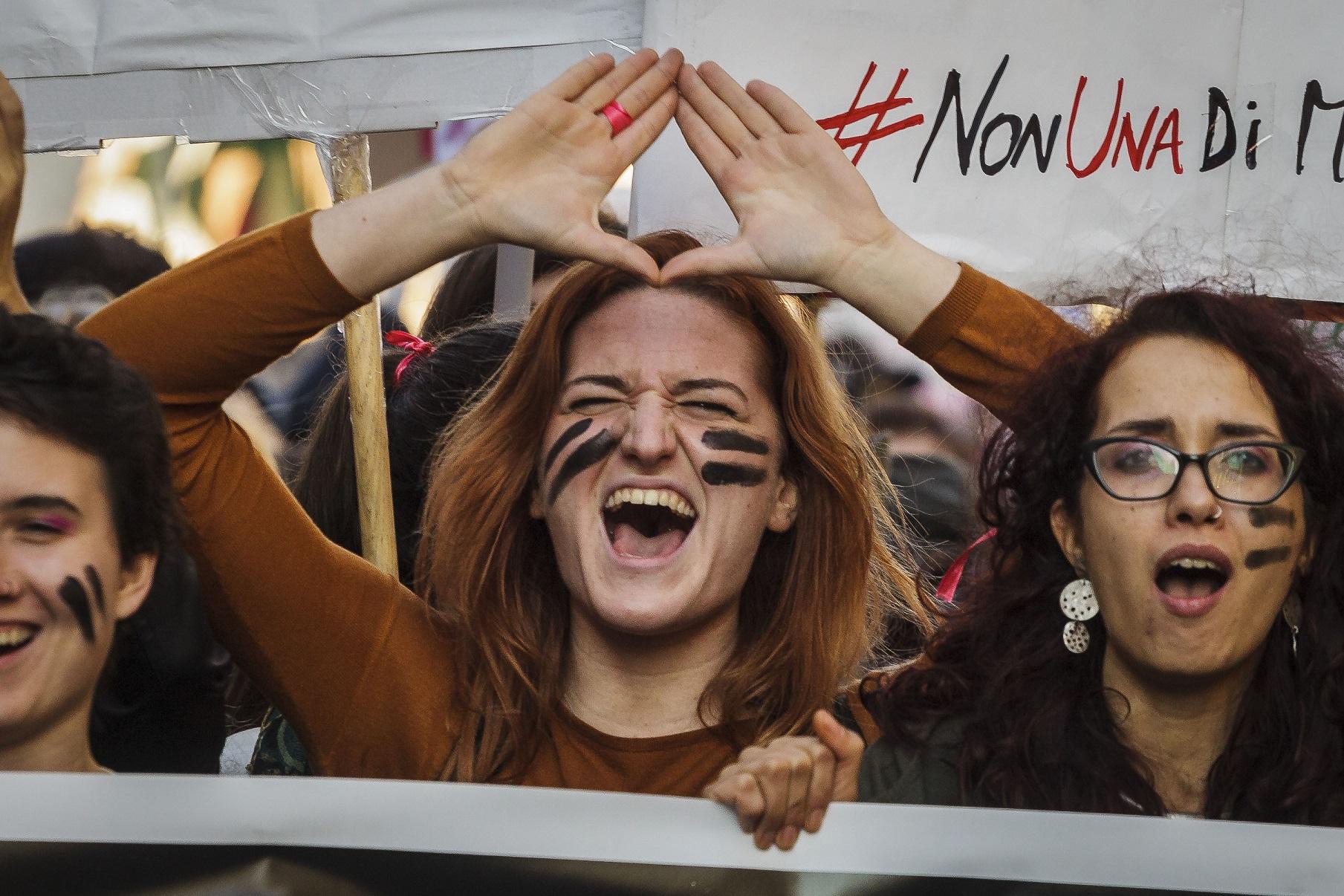 """Protesto de mulheres em Roma: """"Nem uma a menos"""". Foto Giuseppe Ciccia/NurPhoto"""