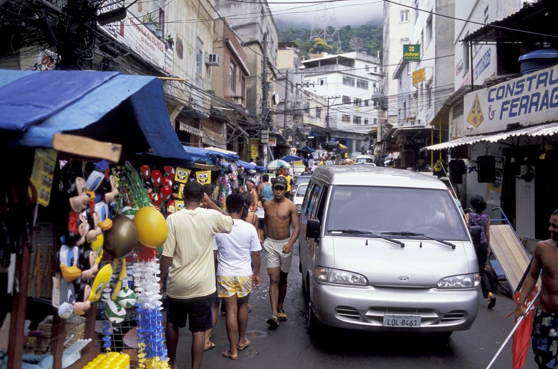 Distribuição de bebidas é um tema proibido na Rocinha. Foto de Ana Jobin/Only World