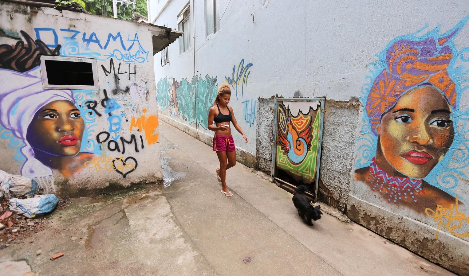 Em 2016 foram quase dez mil casos registrados de roubo de cargas. As favelas, da Zona Note à Zona Sul, são as mais prejudicadas com o desabastecimento. Foto de Tasso Marcelo/AFP