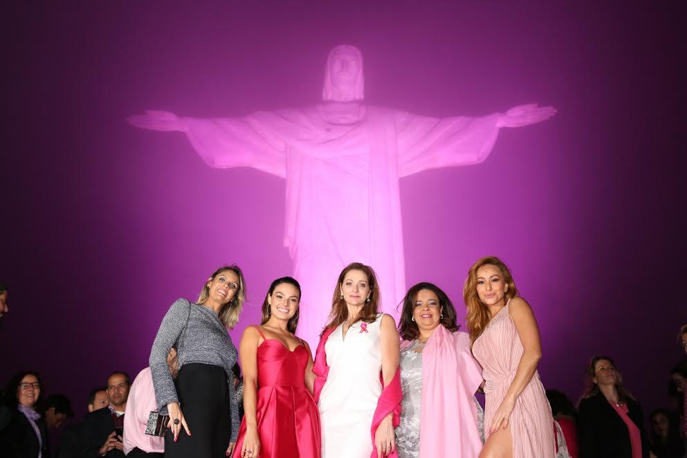 Atrizes se juntam ao movimento Outubro Rosa, promovido no Brasil pela Fundacao Laco Rosa. Foto de Divulgação