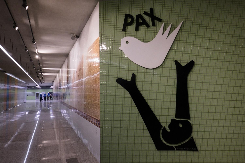 Entrada da estação Nossa Senhora da Paz, em Ipanema. Obra da linha 4 do metrô custou cerca de R$ 10 bilhões. Foto Yasuyoshi Chiba/AFP