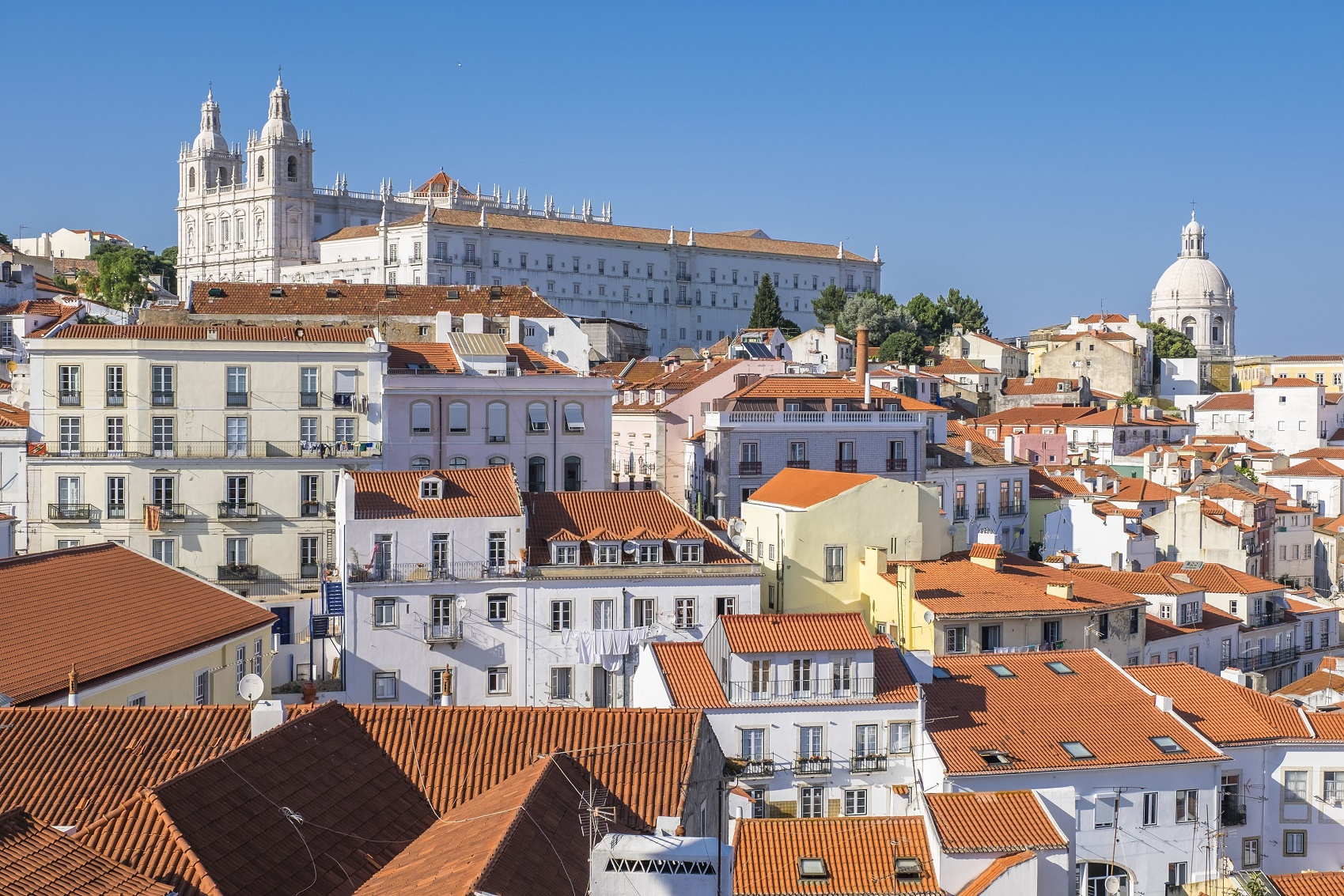 A compra de imóveis por brasileiros em áreas históricas de Portugal subiu de 394 no primeiro trimestre de 2015 para 560 em 2016. Foto Frank Guiziou/Hemis