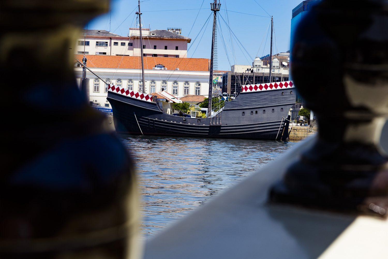 Caravela na Praça XV: as muitas heranças de Portugal no Centro (Foto Marcio Menasce)