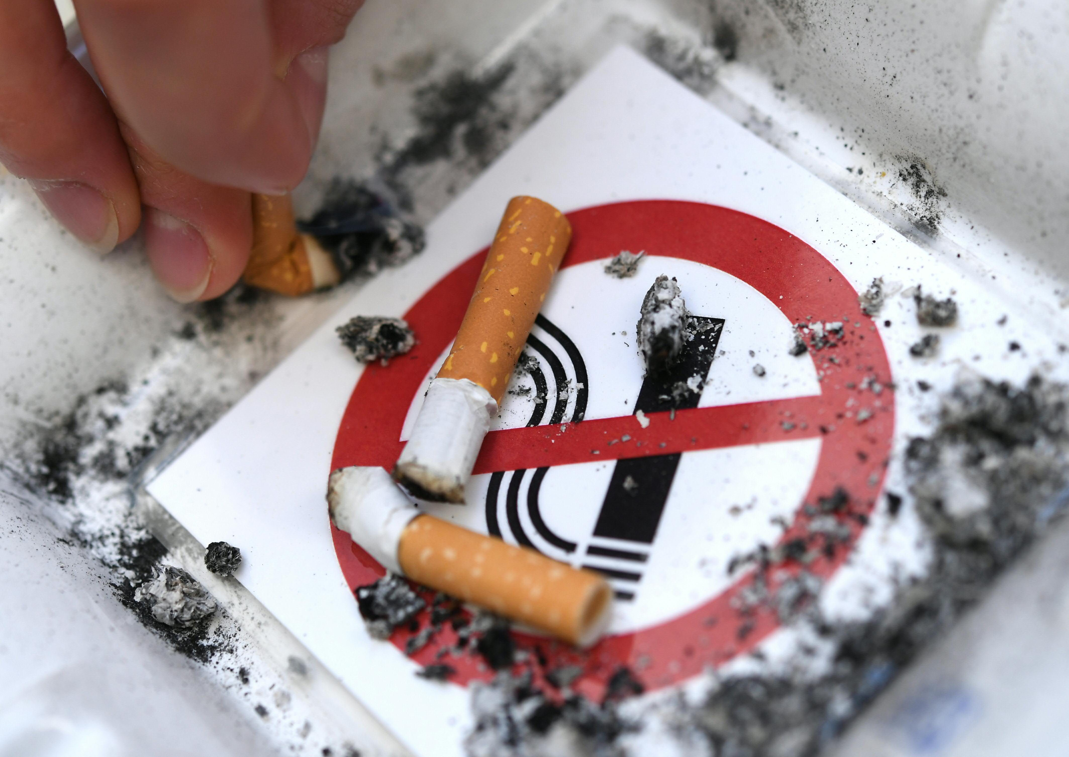 Sinal de proibido de cigarro. Foto de Helmut Fohringer/ AFP