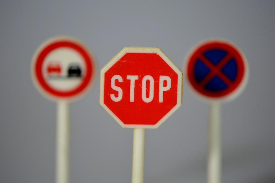 Resultado de imagem para proibido circular carro