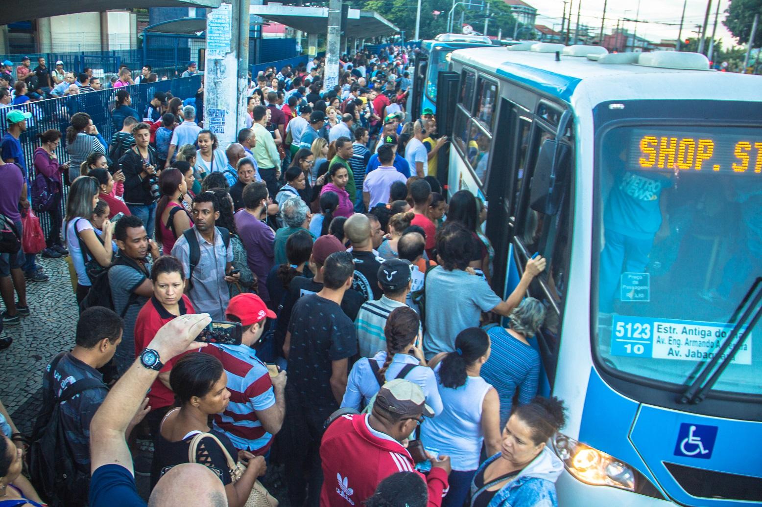 Para a cientista social, os moradores das periferias querem um Estado capaz de fornecer transporte, creches e escolas gratuitos. Foto Danilo Fernandes/Brazil Photo Press
