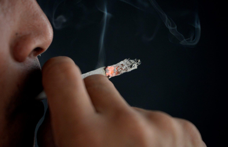 A nicotina e outras milhares de substâncias (mais de sete mil) atuam rapidamente pelo corpo, atingindo os mesmos receptores cerebrais que a cocaína. Foto Noel Celis/AFP