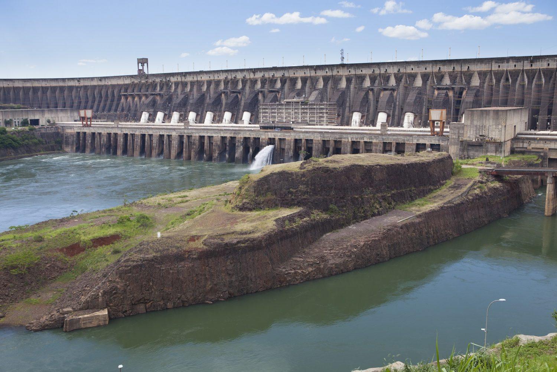 Uma das dúvidas sobre a privatização da Eletrobras é o destino de Itaipu. Combinamos com os paraguaios? Foto Antoine BOUREAU / Photononstop