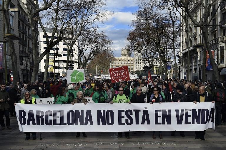 Protesto contra o turismo sem controle, nas Ramblas, a área mais movimentada de Barcelona, em janeiro deste ano (Foto Lluis Gene/AFP)