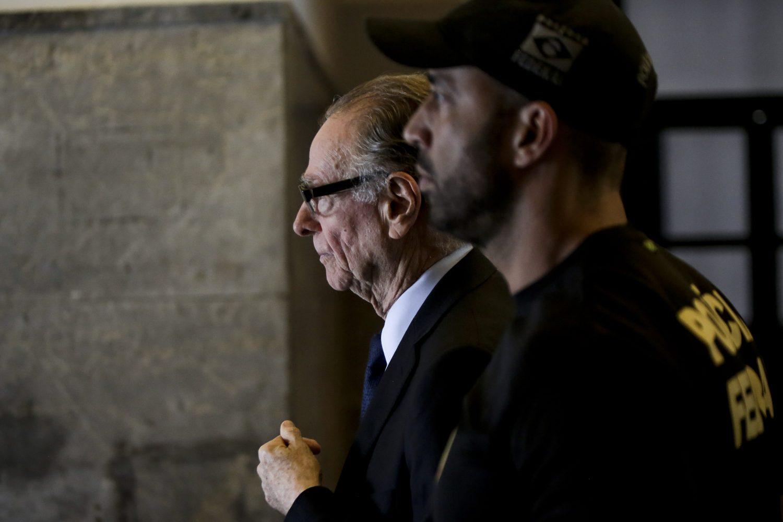 Carlos Arthur Nuzman deixa a Polícia Federal: o cartola é acusado de subornar membros do COI (Foto Luciano Belford / AGIF)