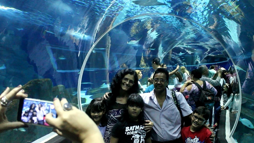 Andreia, Fábio, Brenda, Brian e Nicole, na Sessão Azul do AquaRio. Foto Claudia Silva
