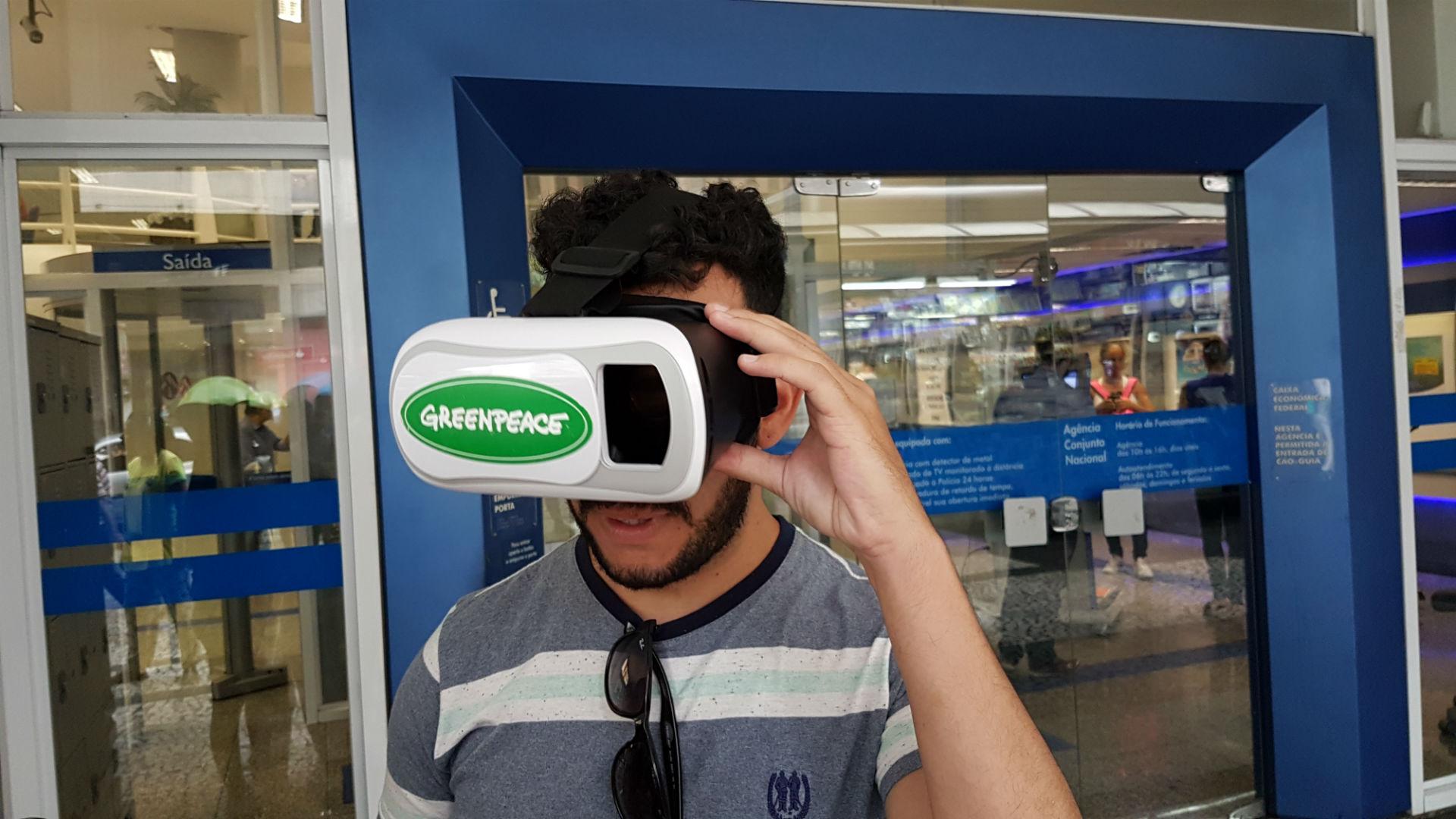 Kleber Santos com óculos #D do Greenpeace. Foto de Divulgacao