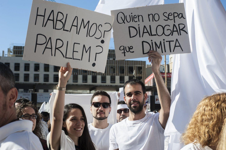Os engenheiros Irene López y Miguel Escolano pedem que os políticos façam os seus trabalhos. Foto: Rosane Marinho
