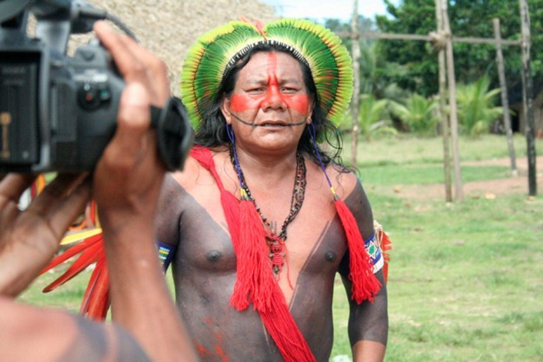 Trabalho de documentação em vídeo da cultura Kaipó. Foto Museu do Índio