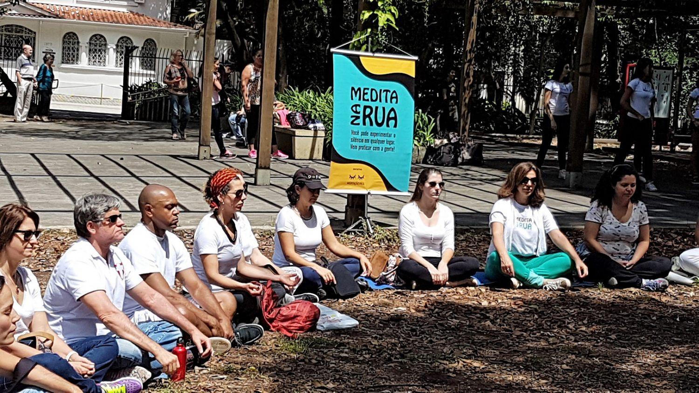 Meditação no Parque Governador Mário Covas, na Avenida Paulista. Foto Florência Costa