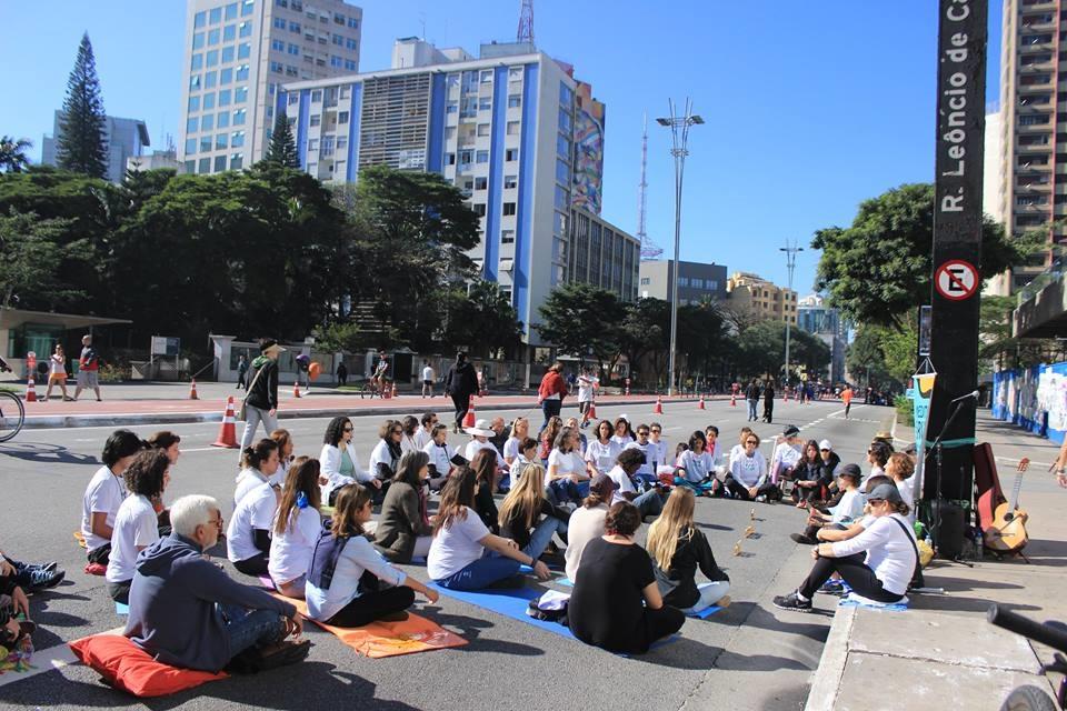 Medita na Rua, ou melhor, na Avenida Paulista, em São Paulo. Foto Divulgação