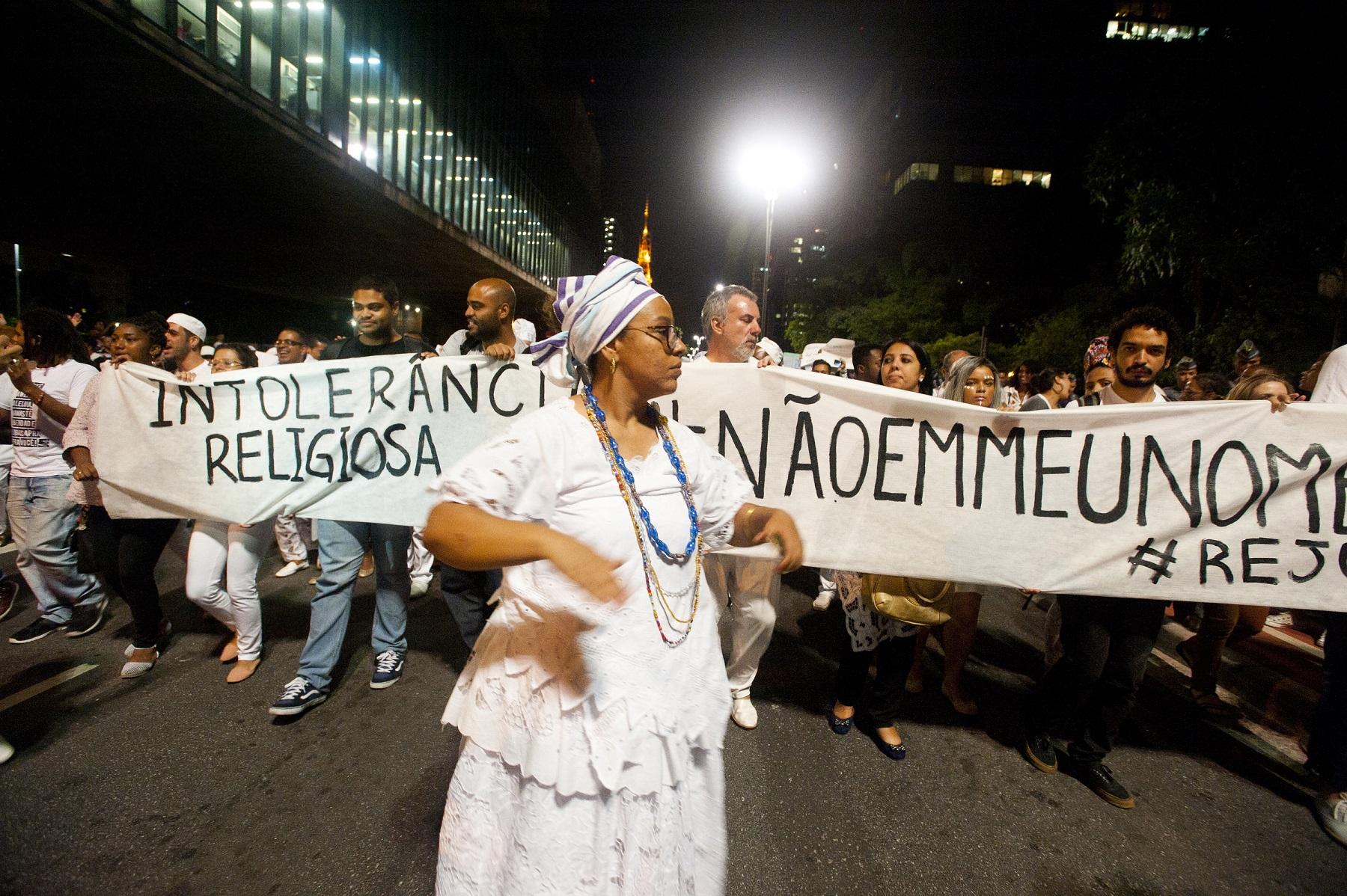 Grupos protestam na Avenida Paulista, em São Paulo, contra a intolerância religiosa. Foto Gabriel Soares/Brazil Photo Press