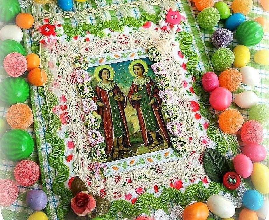 Cosme e Damião: ideia de substituir os tradicionais doces distribuídos em saquinhos por guloseimas mais saudáveis é recebida com saraivada de críticas. Foto: Flickr.com