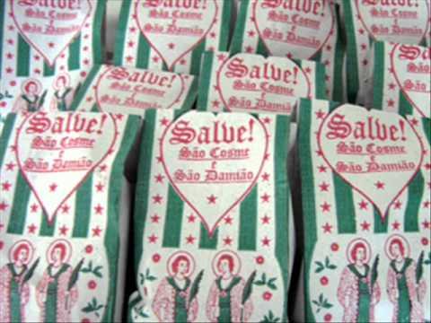 Saquinhos de Cosme e Damião recheados de doces: vitória da tradição. Foto: Reprodução