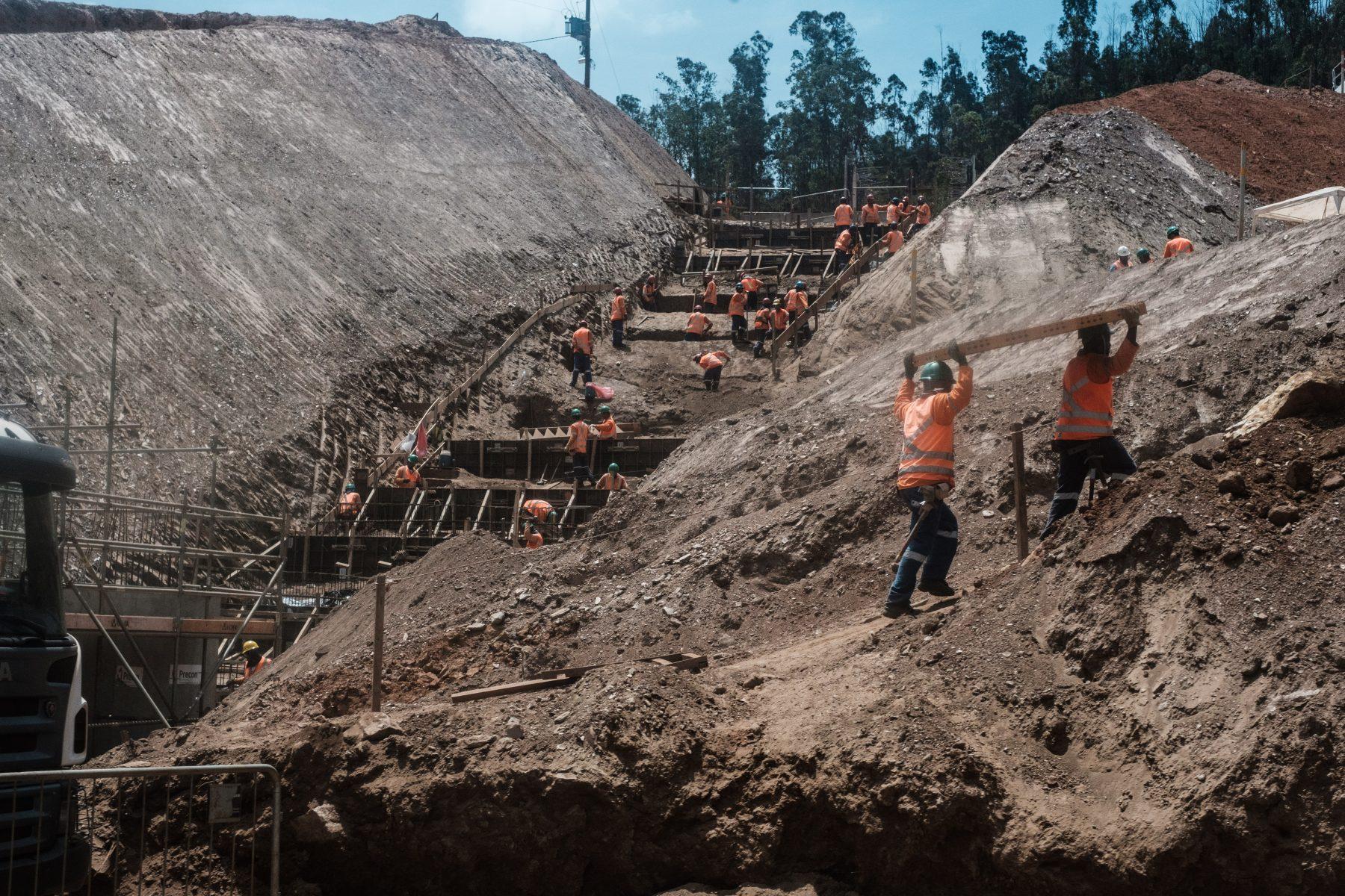 Reconstrucao da mina da Samarco, apos acidente em Mariana. Foto de Yasuyoshi Chiba/ AFP