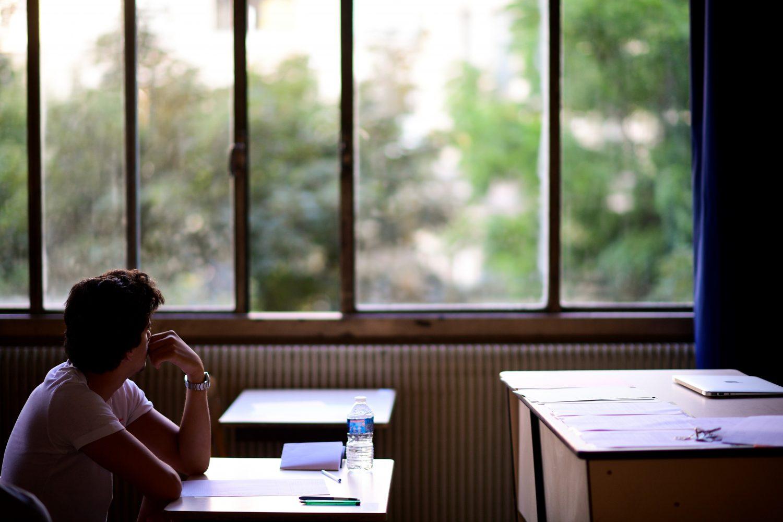 Uma das razões da evasão no 1º ano do ensino médio é o aluno ver uma janela de possibilidades fora da escola (Martin BUREAU/AFP)