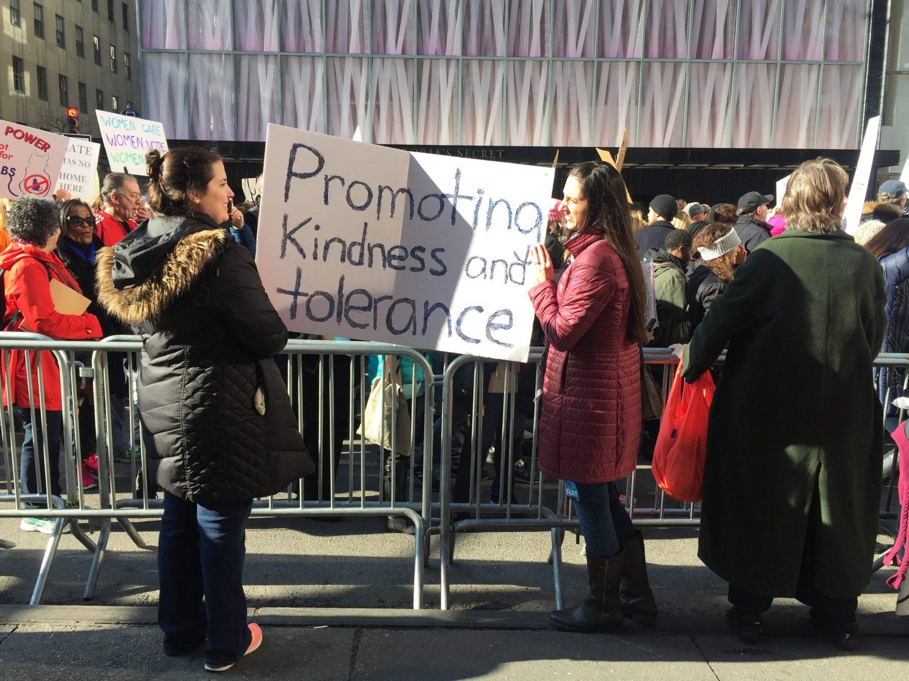 Campanha pela tolerância e gentileza em Nova Iorque. Foto de Troy Lambert/ Citizenside/ AFP